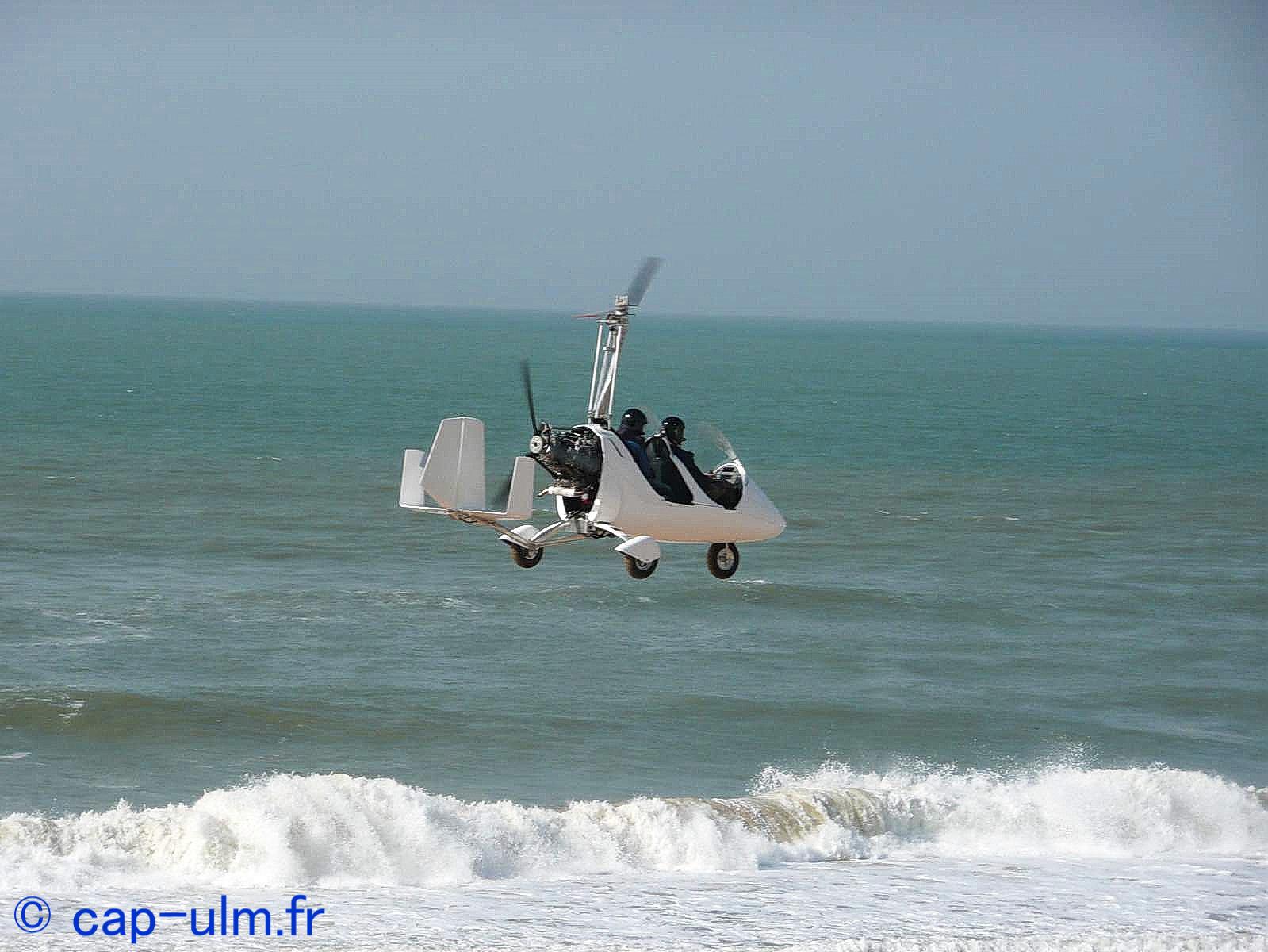 bapteme de l'air en ULM autogire entre Lyon et Grenoble avec CAP ULM Isère sur l'aérodrome de cessieu la tour du pin.